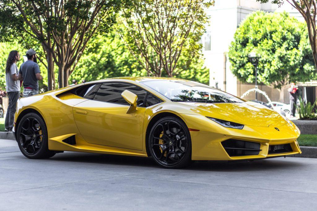 Comment assurer une voiture de luxe/sport